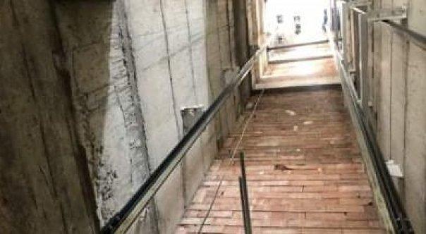 14 metrelik asansör boşluğuna düştü