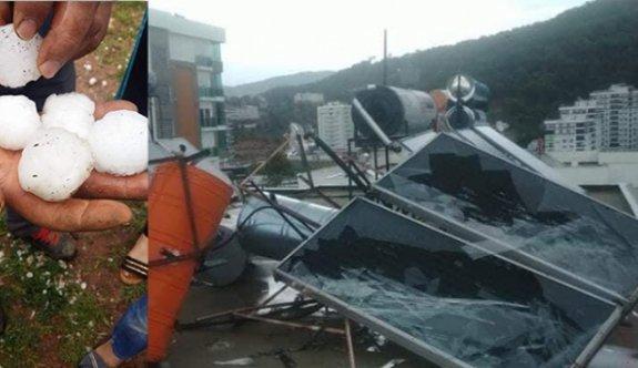 Antalya Kumluca'da kuvvetli rüzgar ve dolu can aldı