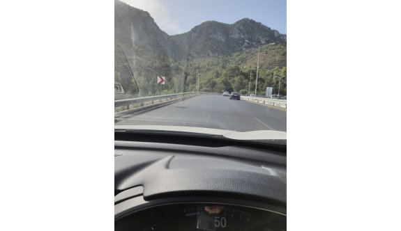 Ciklos'taki hız radarı trafik akışını engelliyor
