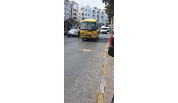 Girne'de minibüs yayaya çarptı