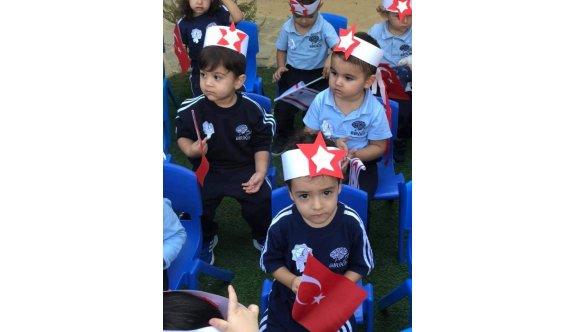 Minikler Cumhuriyet Bayramı için tören yaptı