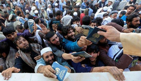 Pakistan Konsolosluğu önünde izdiham