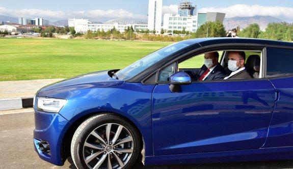 Tatar, ilk yerli otomobil Günsel'le test sürüşü yaptı
