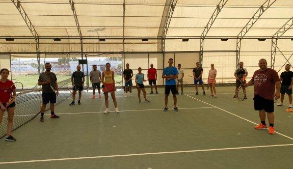 Tenis antrenörleri, uygulamalı çalıştılar