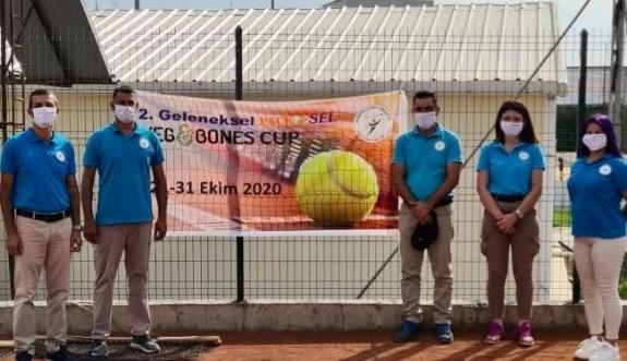 Teniste hakemler, kurallara uyuyorlar