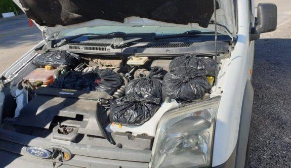 Yüzlerce pulyayı Güney Kıbrıs'a geçirmeye çalışırken yakalandı