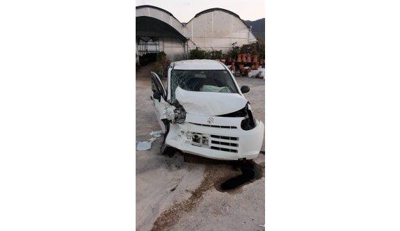 Araçta sıkışan sürücü itfaiye ekiplerince kurtarıldı