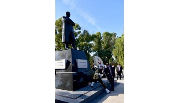 Atatürk, ölümünün 82'nci yıldönümünde törenlerle anıldı