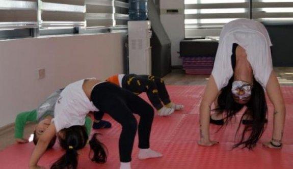 Çocuklar LTB farkıyla cimnastik öğreniyor