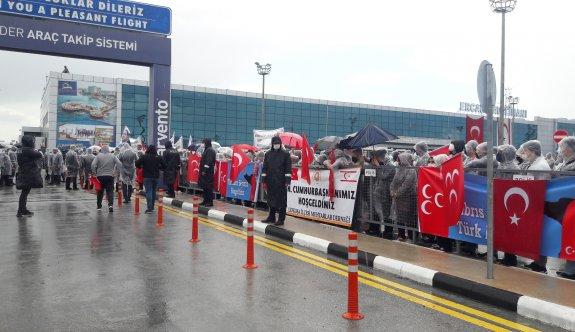 Erdoğan'a Ercan'da yoğun ilgi