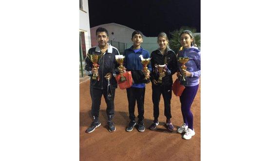 GAÜ tenisçileri başarıya raket sallıyor
