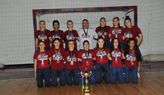 Kadınlar hentbolunda şampiyon UKÜ