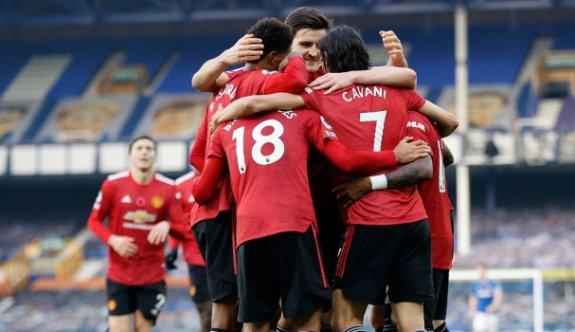 Manchester United, Everton'u 3 golle geçti