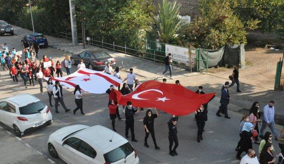 Öğrencilerden Cumhuriyet Korteji