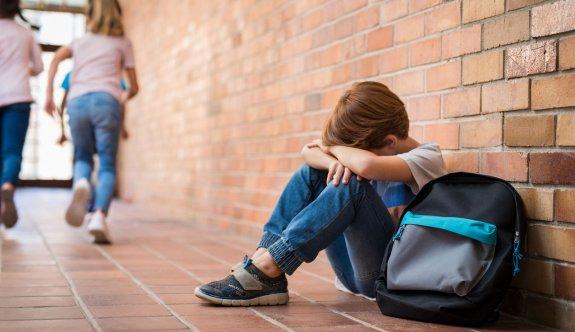 """""""Okul fobisi karşısında ebeveynler güven verici davranışlar sergilemeli"""""""