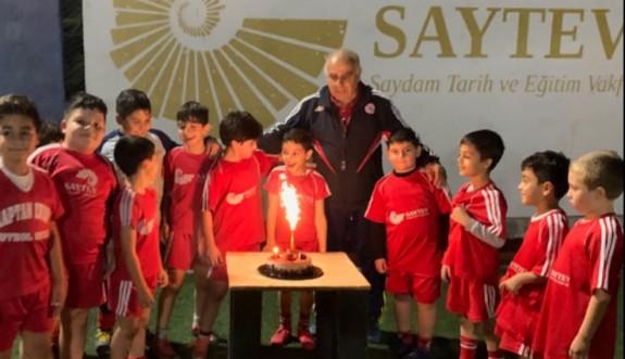 Osman'a sahada sürpriz kutlama