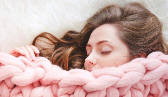Soğuk Odada Uyumanın Sizin İçin Daha İyi Olmasının 8 Nedeni