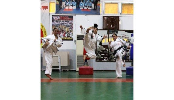 Taekwondo Liginde heyecan sürüyor