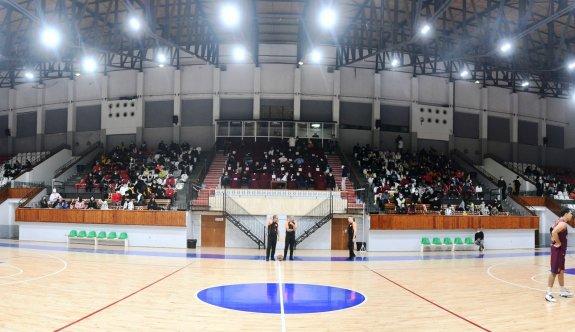 Basketbol seyirciyle coştu