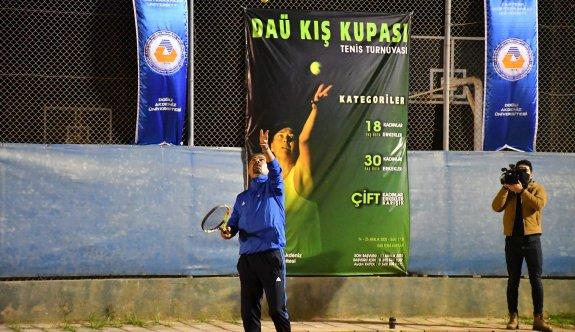DAÜ'de tenis heyecanı başladı
