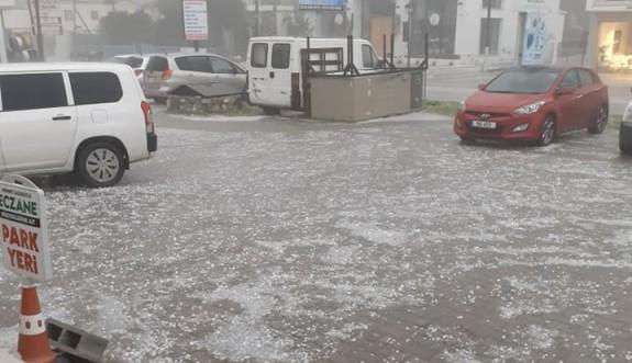 Girne bölgesi sağanak ve dolu yağışına teslim oldu
