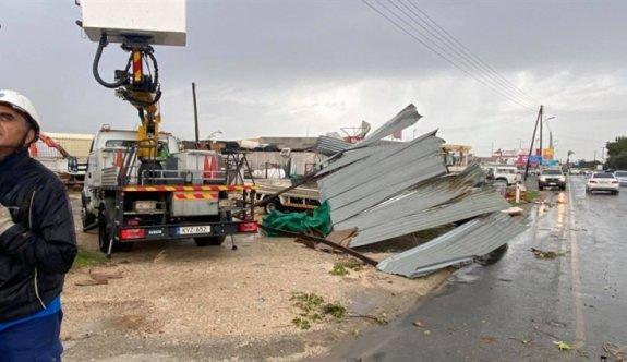 Güney Lefkoşa'da hortum zarara yol açtı