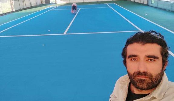 Teniste kapalı kort yenilendi