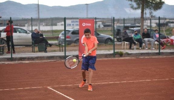 Teniste KTSYD Master Kupası sürüyor