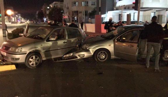 Alkollü sürücü önünde duran araca çaptı