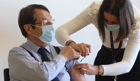Anastasiadis'e ikinci doz aşı da yapıldı
