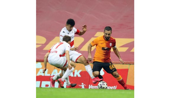 Galatasaray evinde puan kaybetti