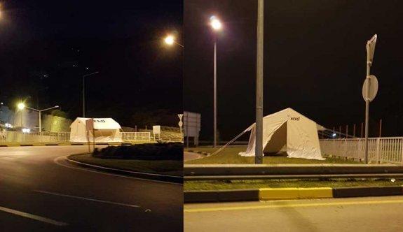 Girne giriş çıkışlarına çadırlar kuruldu