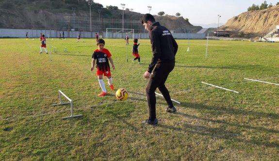 Hamitköy Futbol Akademisinde bireysel çalışılıyor