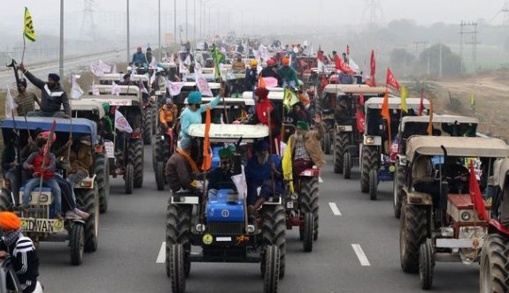 Hindistan'da çiftçiler 12 bin traktörle protesto gösterisi yapacak