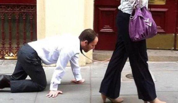 Karantinayı delmek isteyen kadın kocasına tasma takıp sokakta gezdi