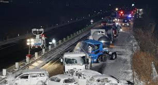 Korku filmimlerini aratmayan kaza; 130 araç birbirine girdi