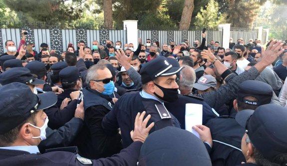 Meclise yürümek isteyen işçilere polis engeli