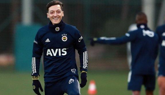 Mesut Özil'den 3,5 yıllık imza