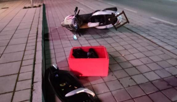 Paketçi motosikletlinin aceleciliği kazaya neden oldu