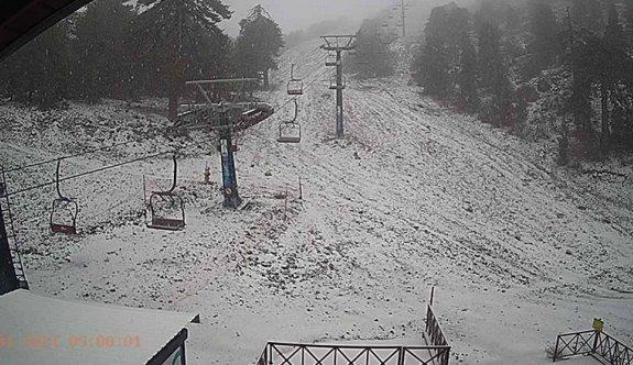 Trodos'a ilk kar düştü