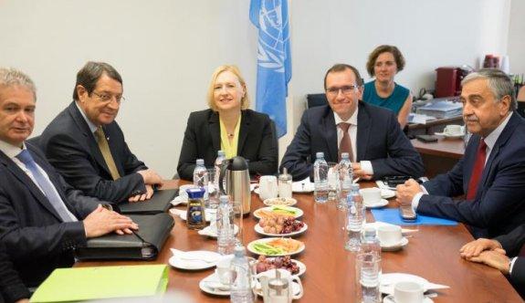 Anastasiades Kıbrıs sorunundaki müzakere ekibinin üyeleri ile görüştü