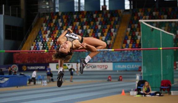 Buse, Türkiye şampiyonluğuna atladı