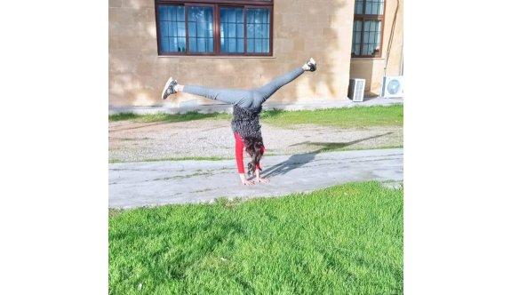 Cimnastikçiler her yerde çalışıyor