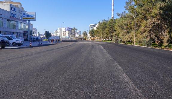Gazimağusa Belediyesi, Eşref Bitlis Caddesi'ndeki asfalt ve yol genişletme çalışmasının tamamlıyor