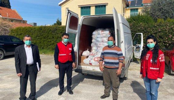 Kuzey Kıbrıs Türk Kızılay'ı Girne'de de gıda yardımı yapıyor