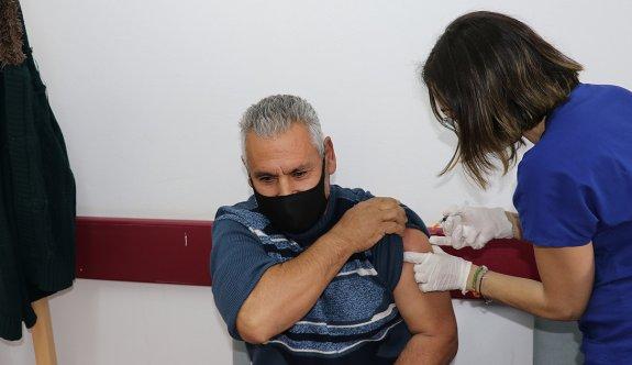 Nisan'a kadar 300 bin kişiye aşı hedefi