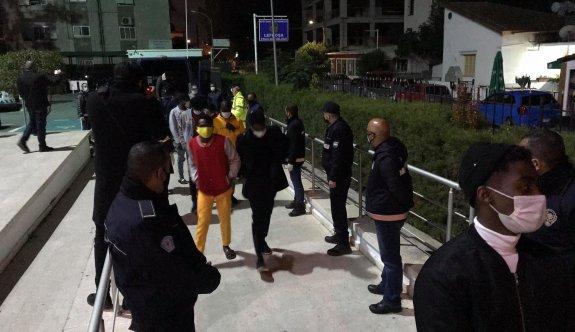 Polisten doğum günü partisine baskın: 13 tutuklu
