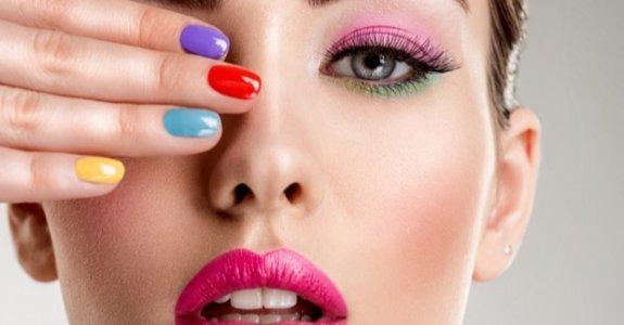 Renkli, Cesur ve Çarpıcı Dokunuşlar: 2021 Makyaj Trendleri