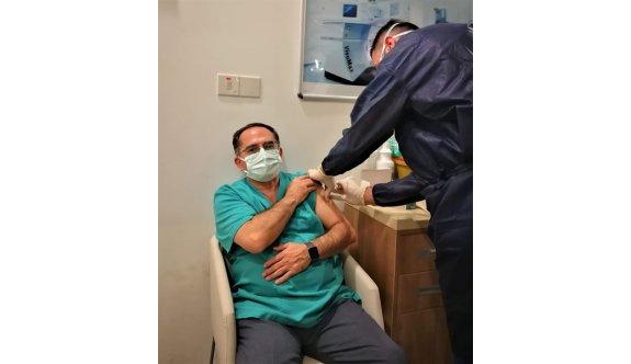 Sağlık çalışanlarının ikinci doz aşılanmaları devam ediyor.