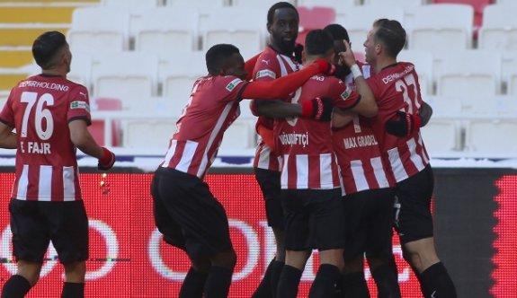Sivasspor 3 puanı 2 golle aldı